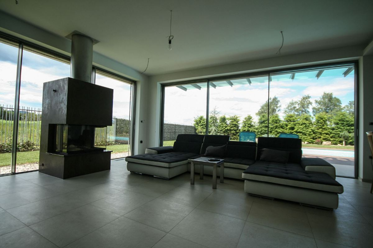 For sale: fantastic modern villa with a swimming pool real estate