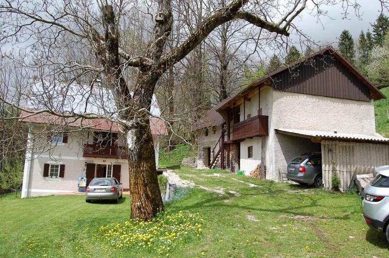 te koop boerderij bijgebouwen makelaar Slovenië - Krn - www.slovenievastgoed.nl