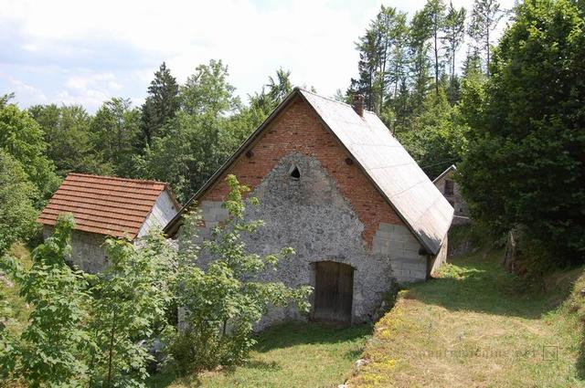 for sale farmhouse annexe and land - Lokovec - Slovenië - www.slovenievastgoed.nl