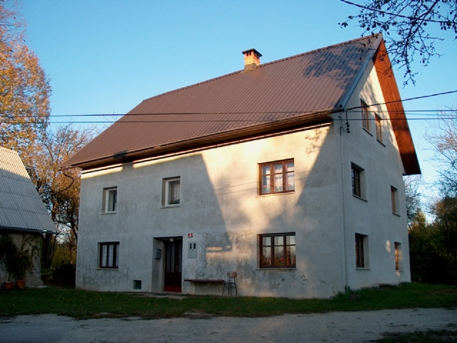 te koop boerderij prapetno brdo - www.slovenievastgoed.nl