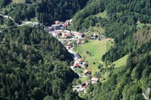 te koop boerderij Podbrdo - makelaar Slovenië - www.slovenievastgoed.nl