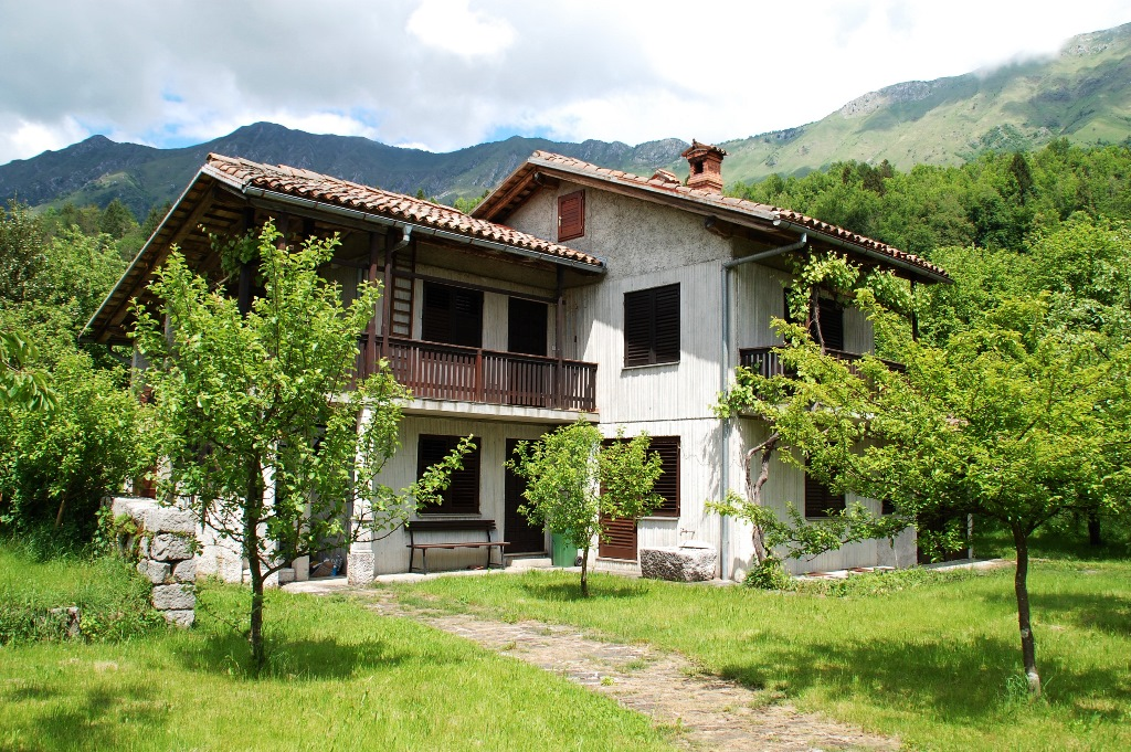 plot and home with garage for sale Breginj - REAL ESTATE SLOVENIA - www.slovenievastgoed.nl