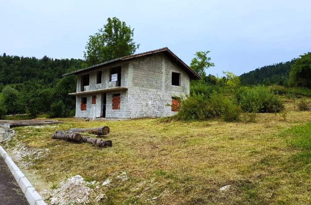 Woning in aanbouw te koop Breginj - www.slovenievastgoed.nl