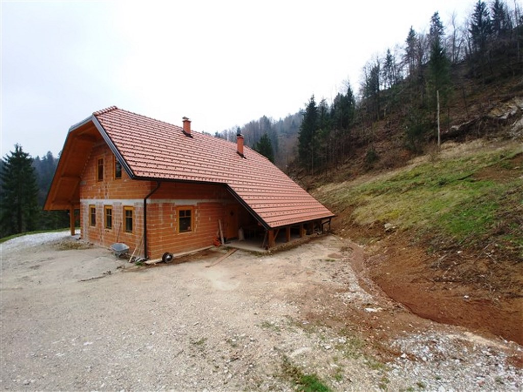 For sale home with swimming pool - Dole - Real Estate Slovenia - www.slovenievastgoed,.nl