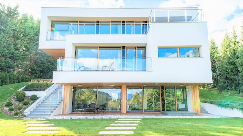 luxury villa for sale on Lake Bled - Real Estate Slovenia - www.slovenievastgoed.nl