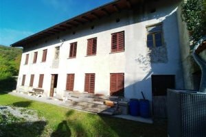 Te koop ruime vrijstaande woning Vrtace - Real Estate Slovenia - www/slovenievastgoed.nl