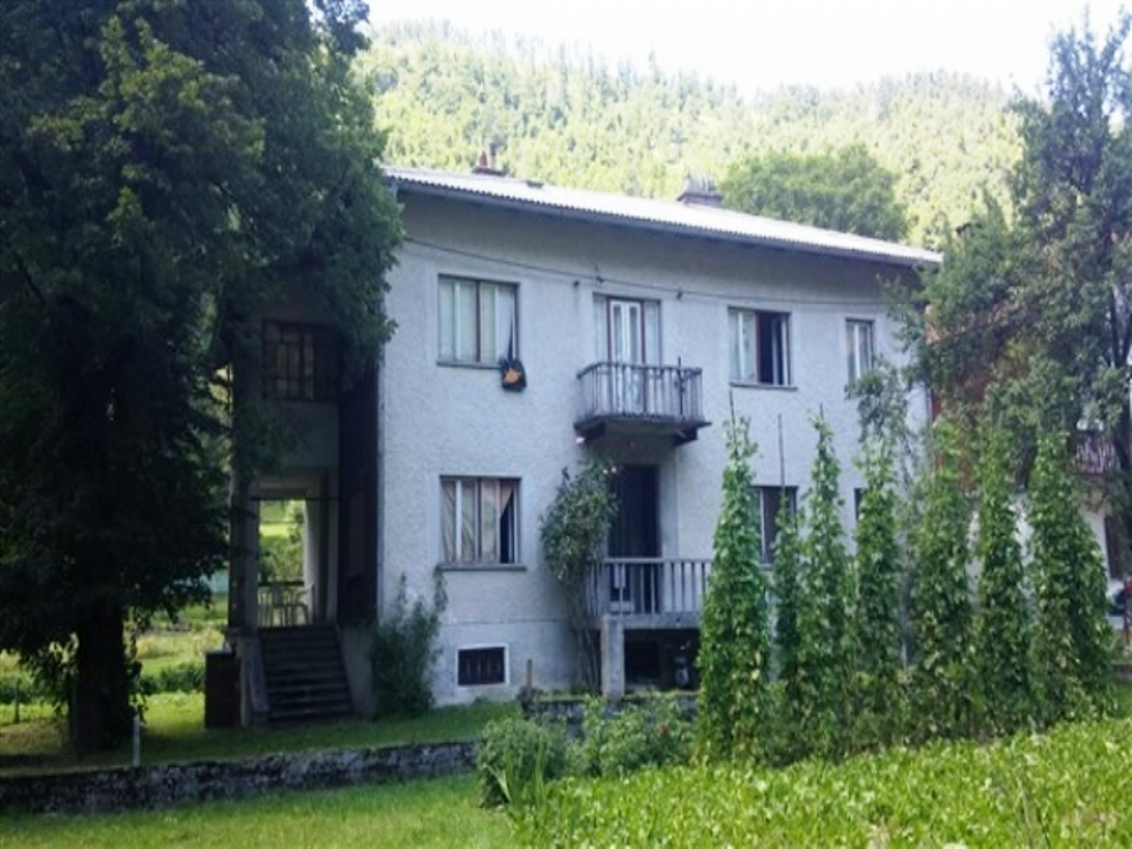 For sale house with garden Cepovan - Real Estate Slovenia - www.slovenievastgoed.nl