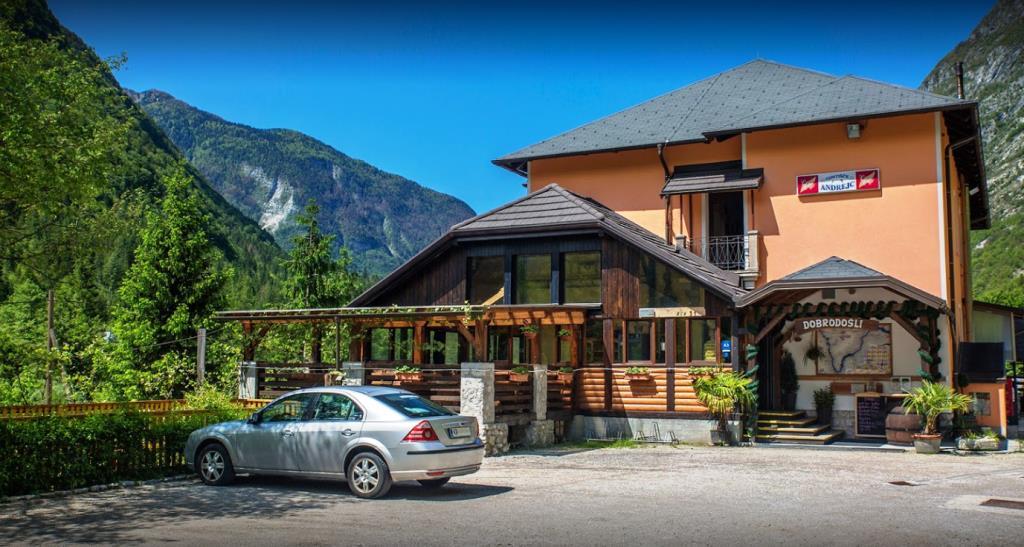 Te koop bedrijfsruimte met restaurant Soca - Real Estate Slovenia - www.slovenievastgoed.nl