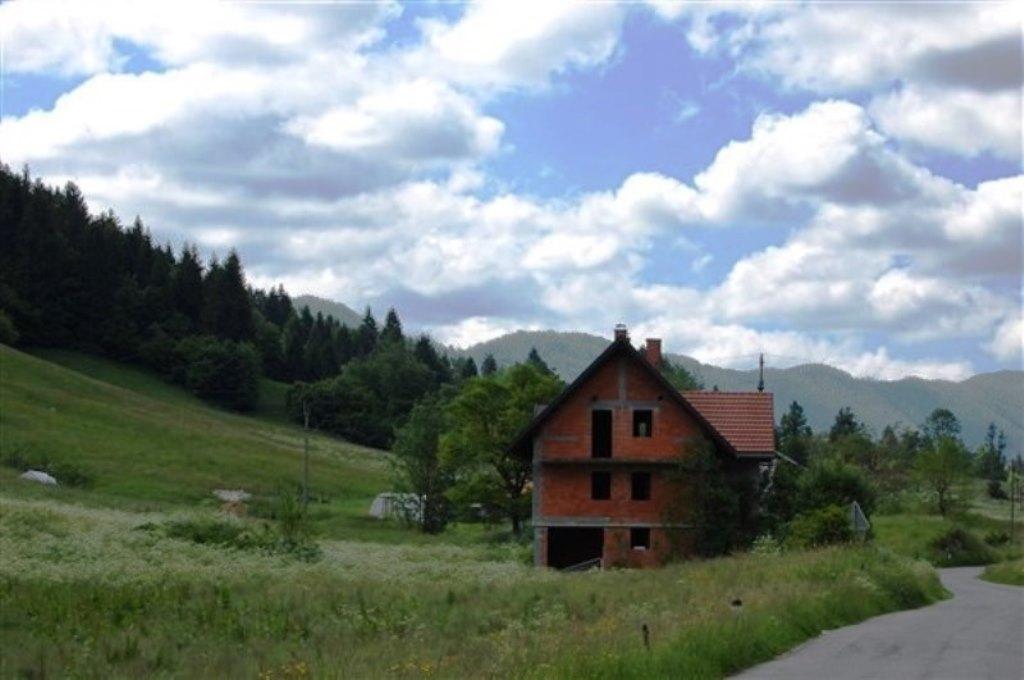Te koop vrijstaande woning met tuin Cepovan Real Estate Slovenia - www.slovenievastgoed.nl