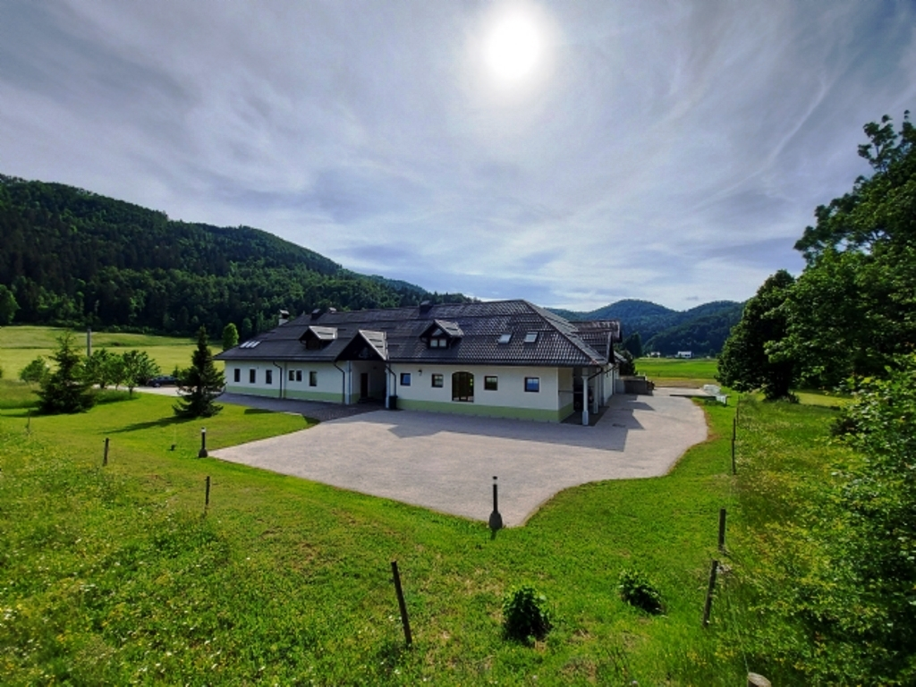 Country house with stables Zadlog - Real Estate Slovenia - www.slovenievastgoed.nl